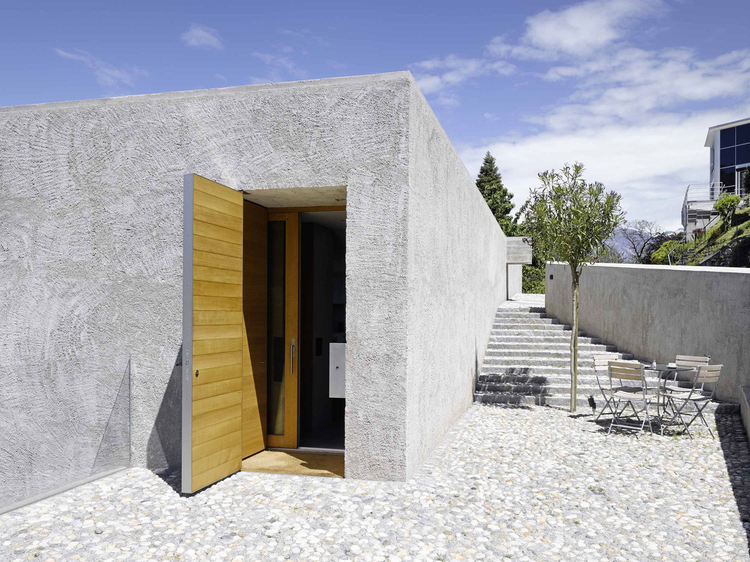 House-in-Ranzo-08