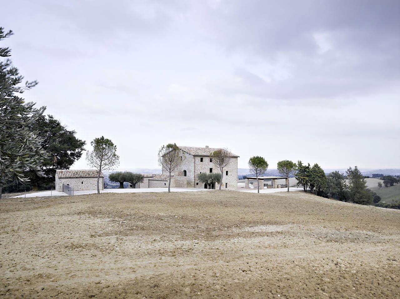 Le-Marche-Villa-01