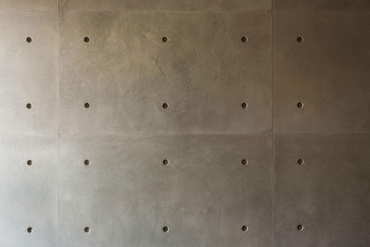 Podil-Loft-Apartment-04