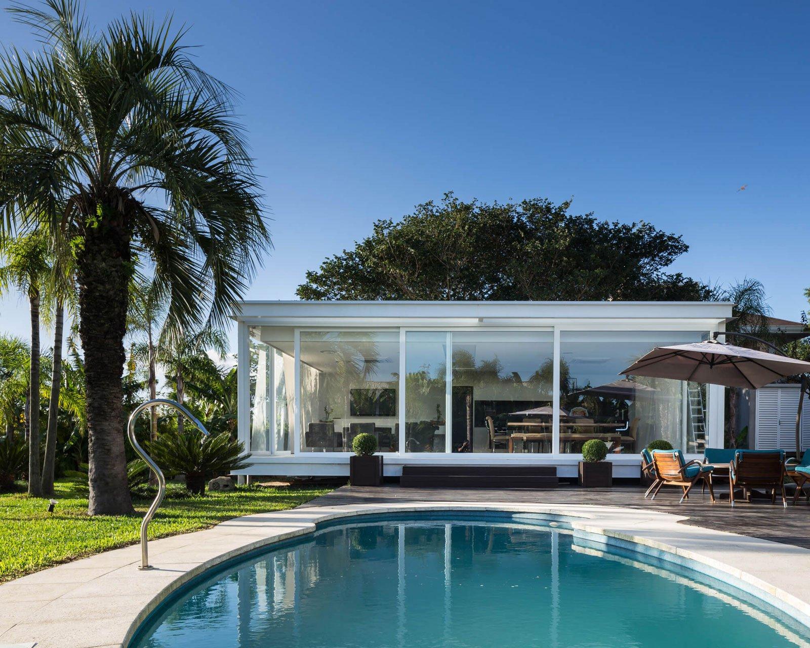Pool-House-in-Porto-Alegre-02