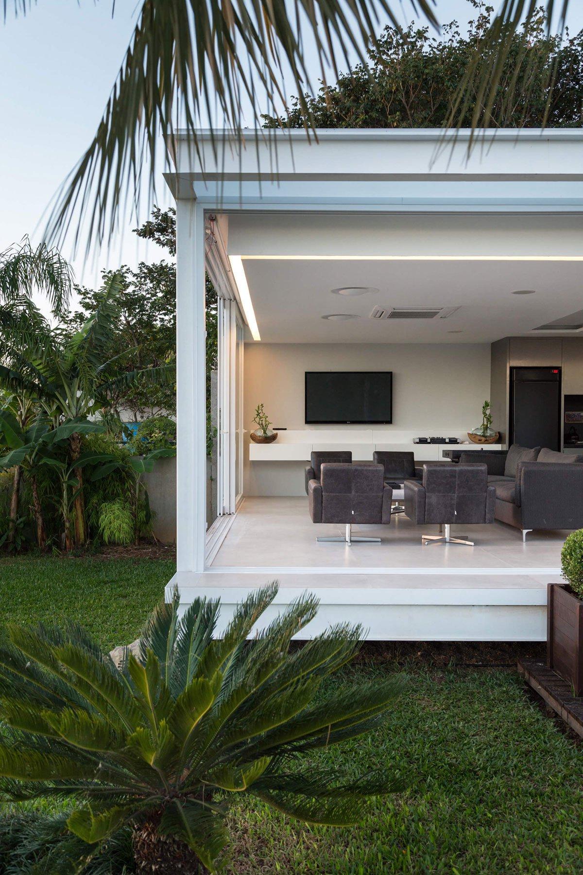 Pool-House-in-Porto-Alegre-04