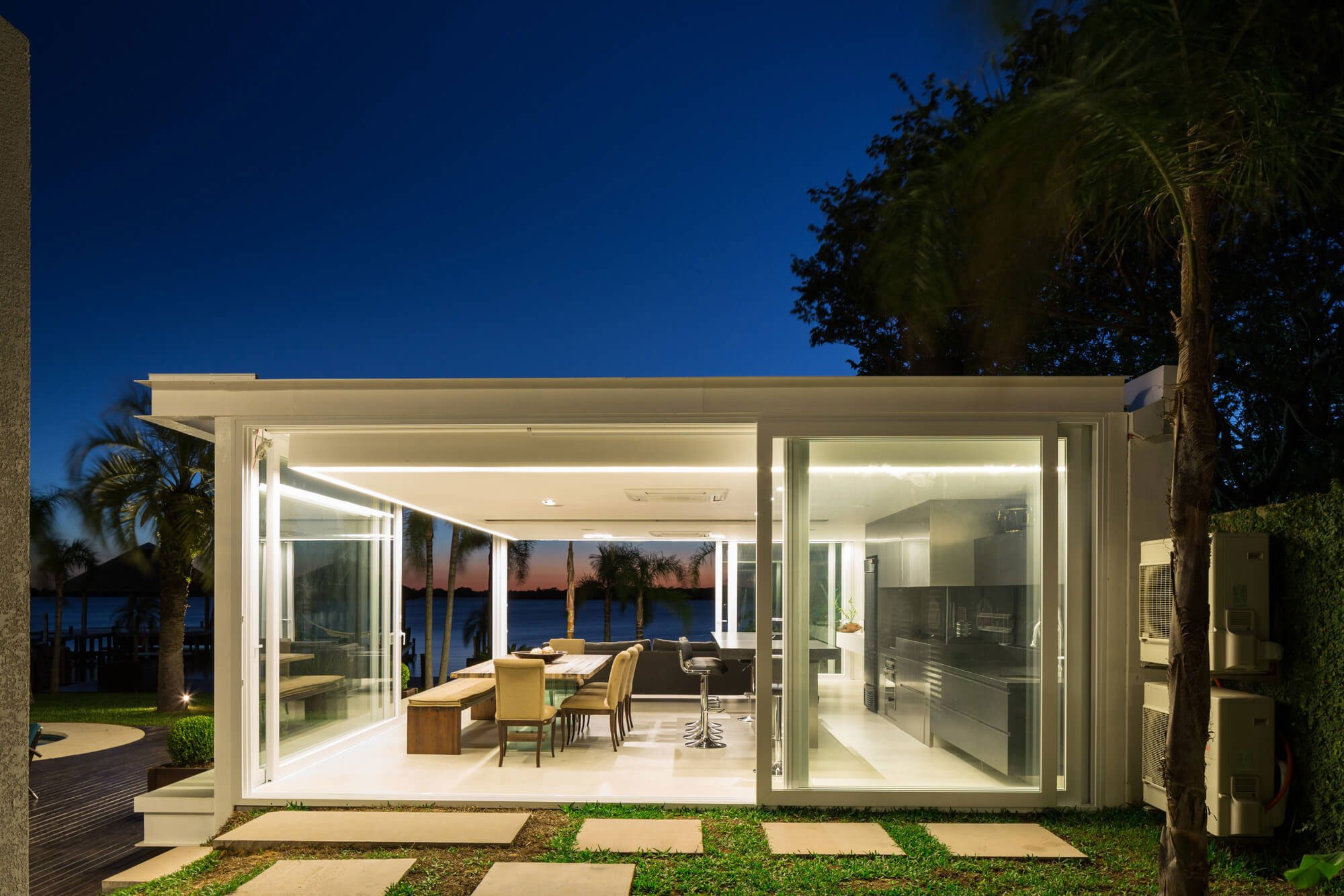Pool-House-in-Porto-Alegre-21