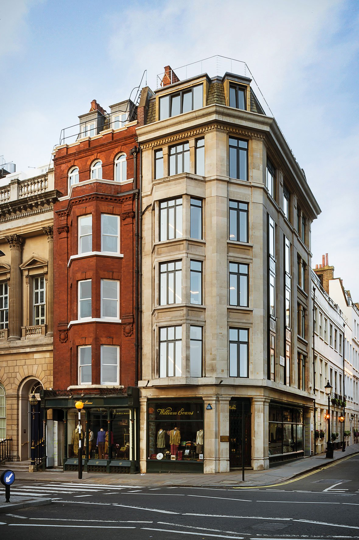 Sophisticated Apartment Located in the Heart of London-01