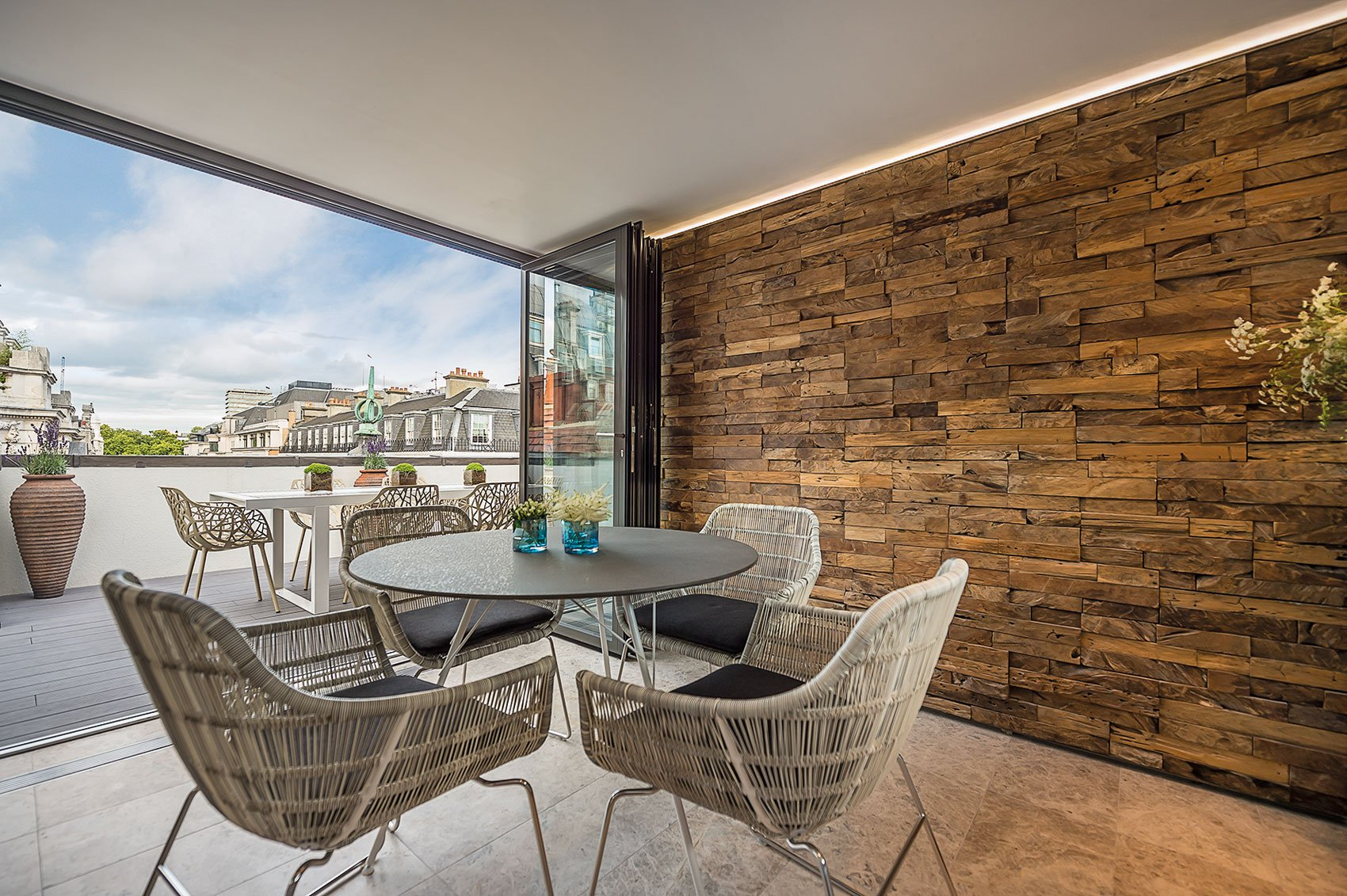 Sophisticated Apartment Located in the Heart of London-05
