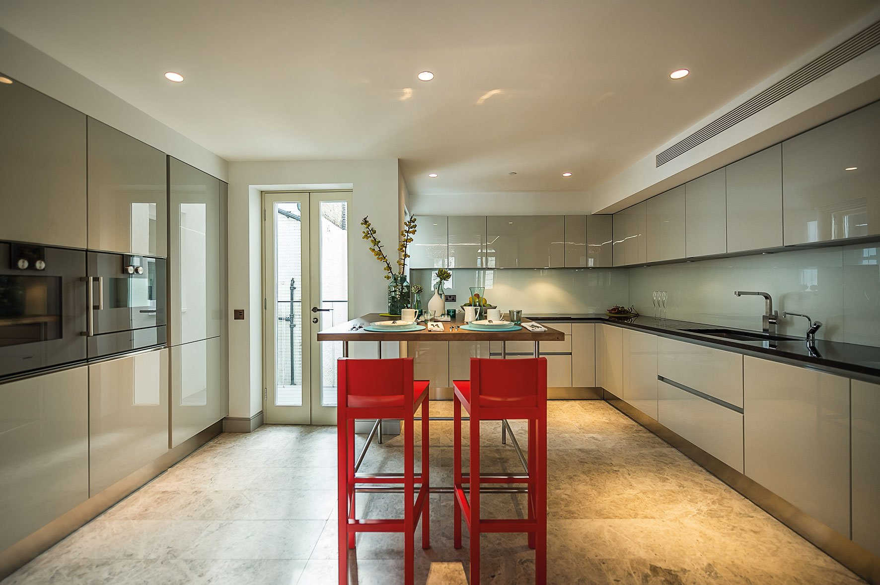 Sophisticated Apartment Located in the Heart of London-08