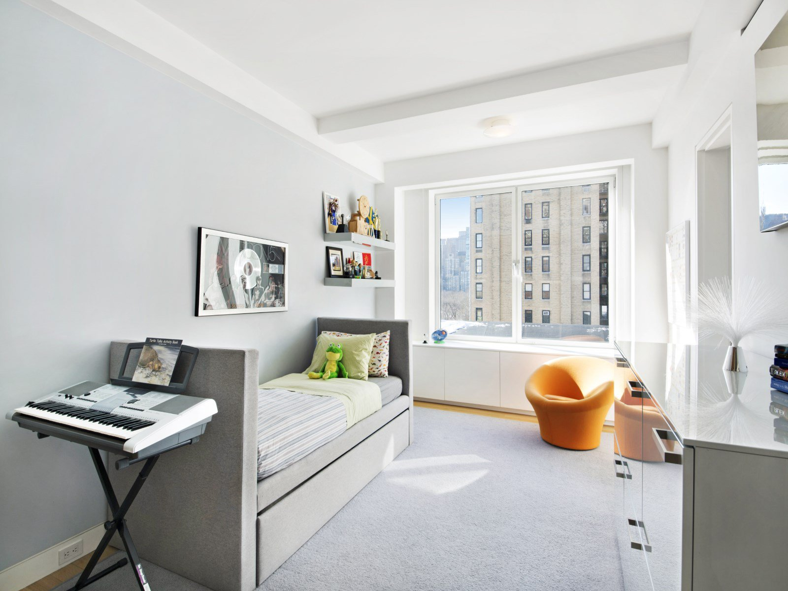 Sprawling Central Park Apartment-10
