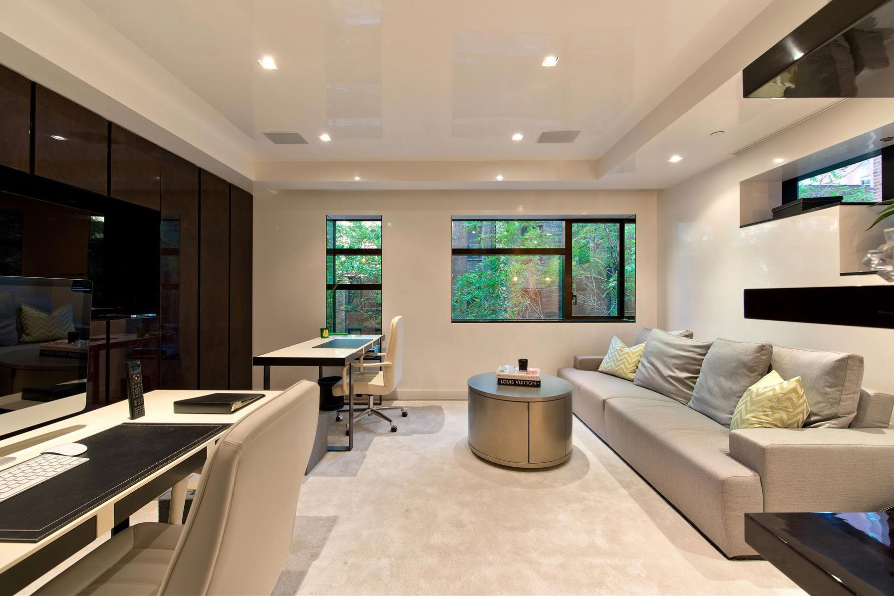 Stunning modern townhouse in new york caandesign for Decorating townhouse living room ideas