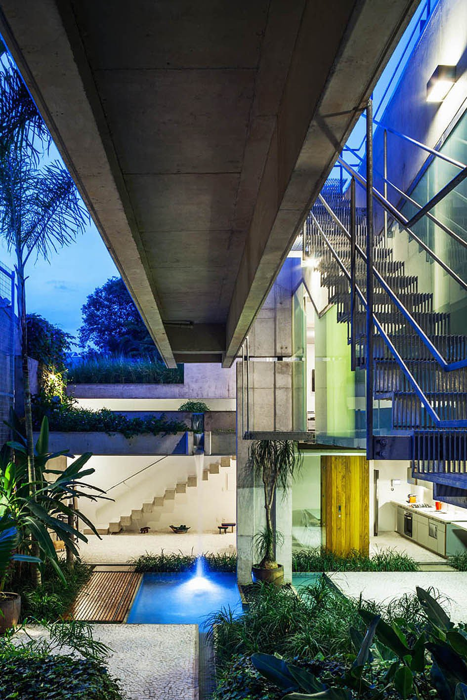 Weekend-House-in-Downtown-Sao-Paulo-19-2