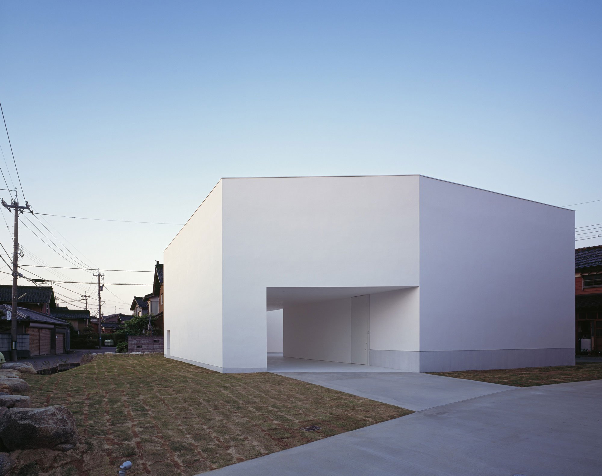 White-Cave-House-01