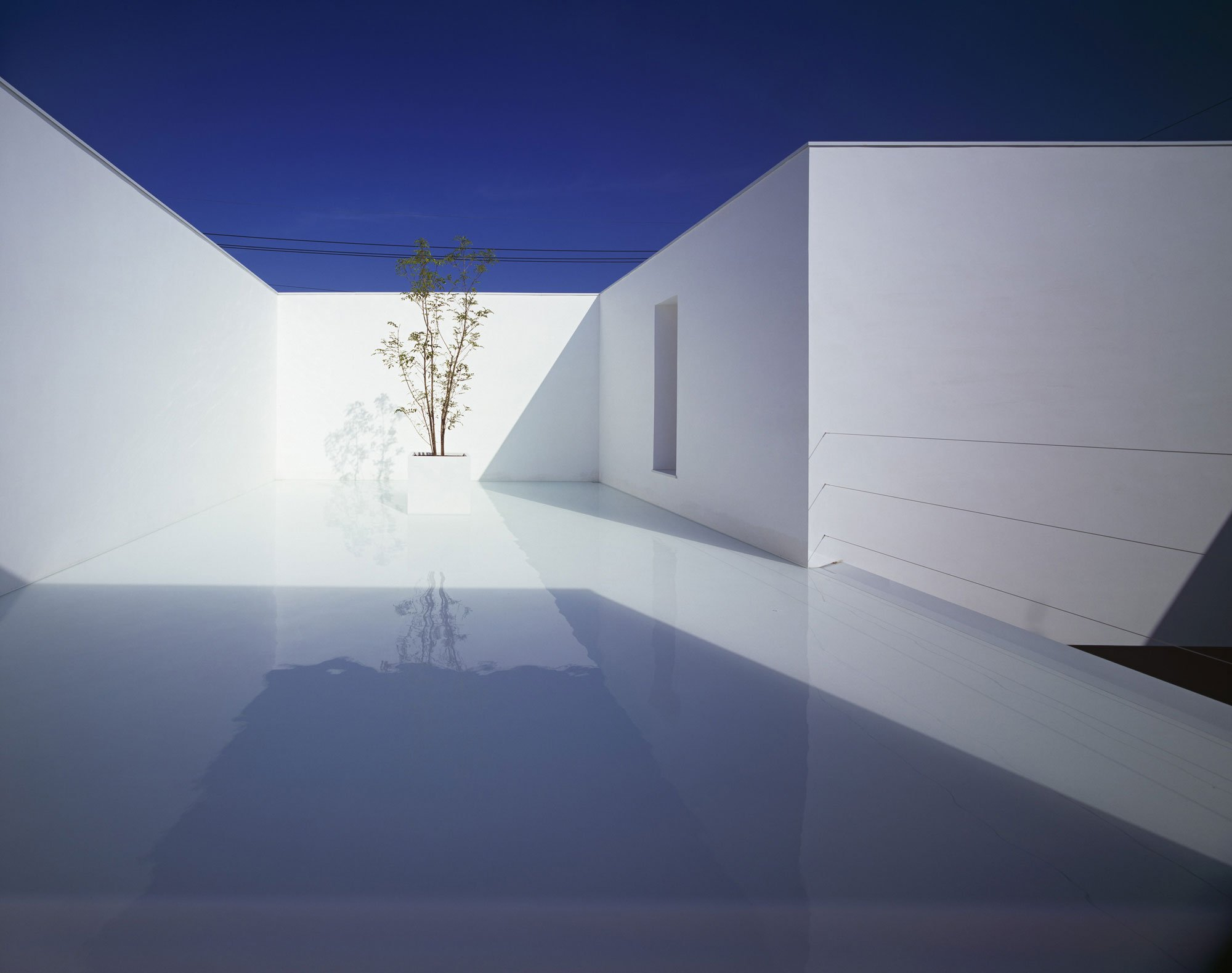 White-Cave-House-03