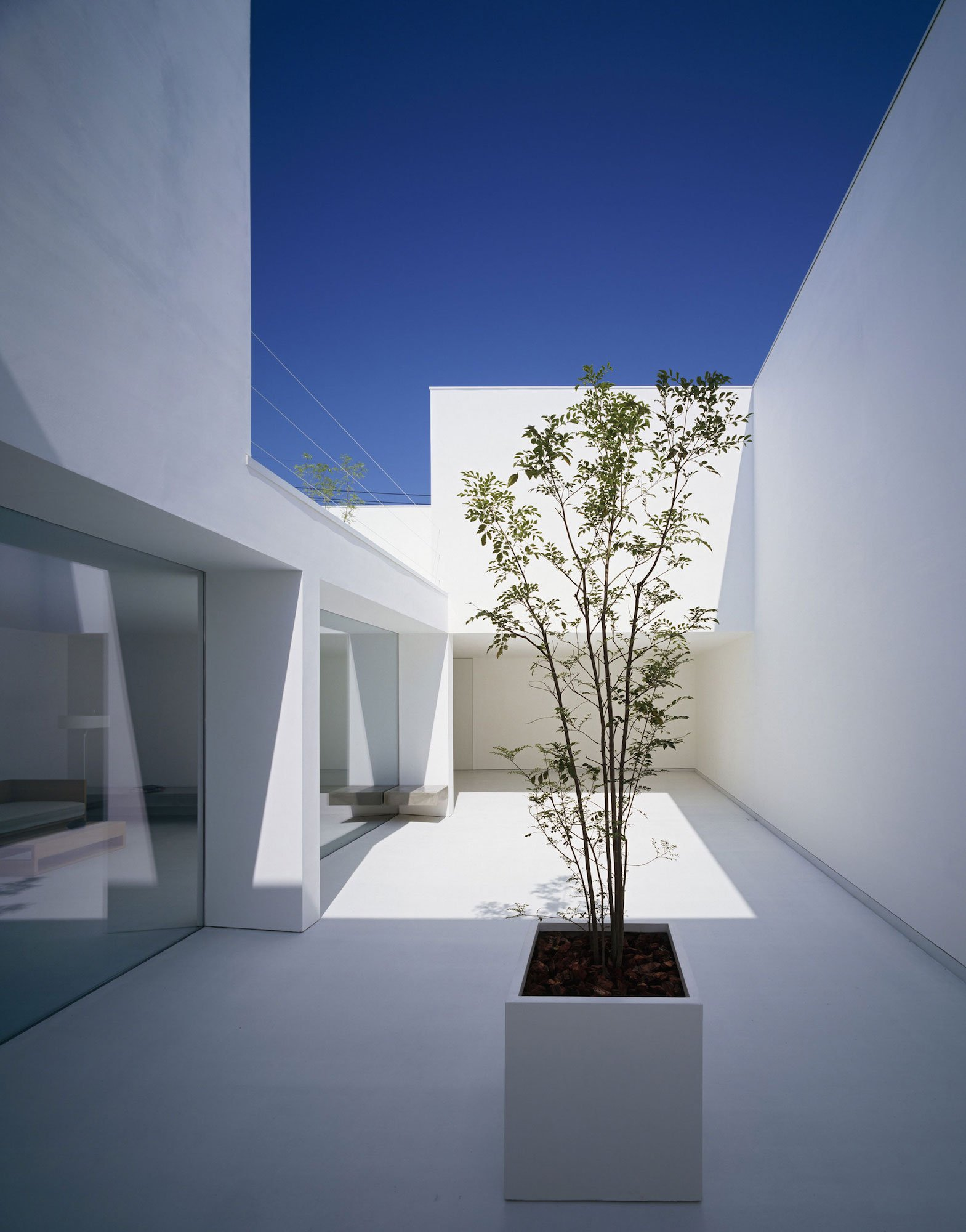 White-Cave-House-07