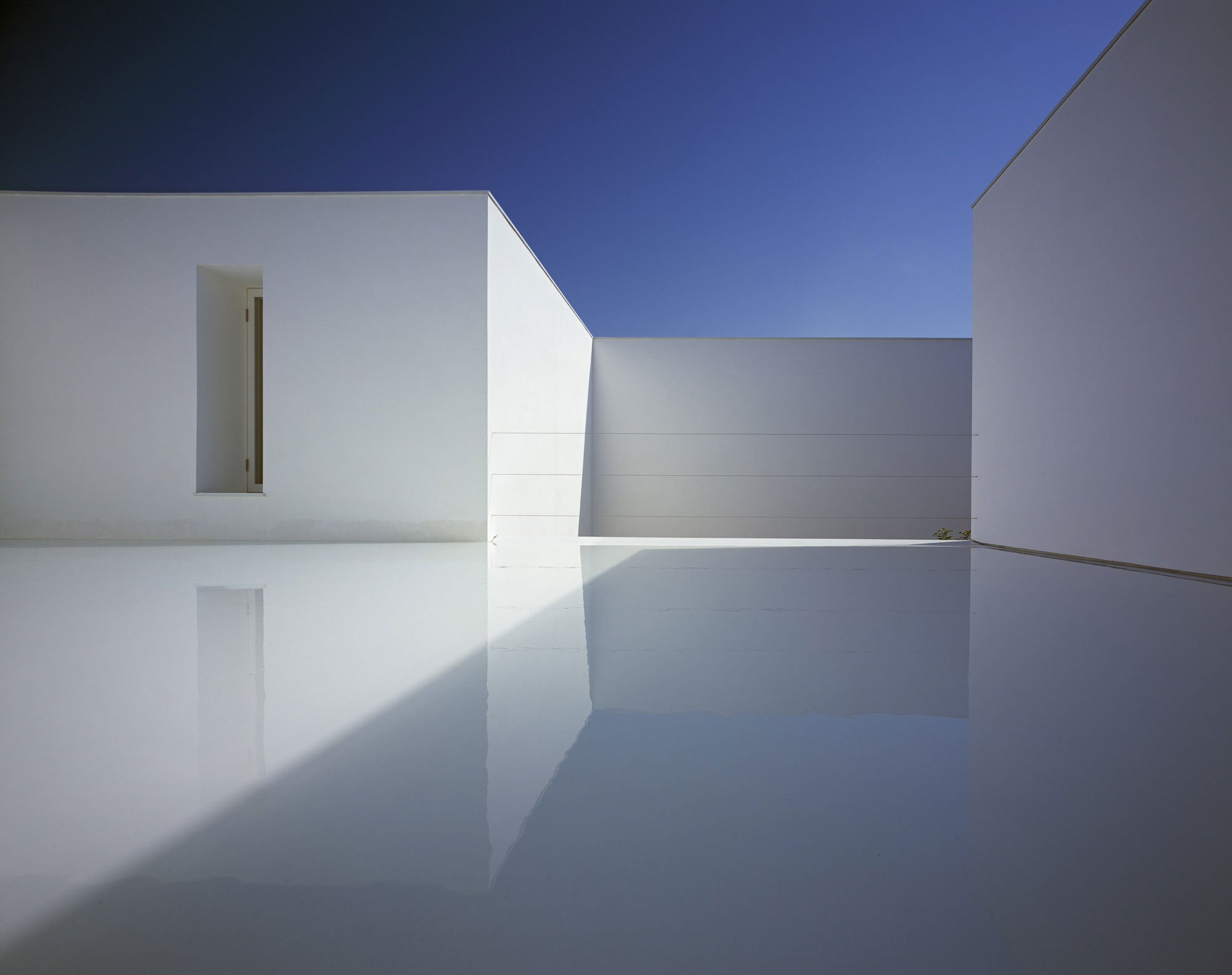 White-Cave-House-08