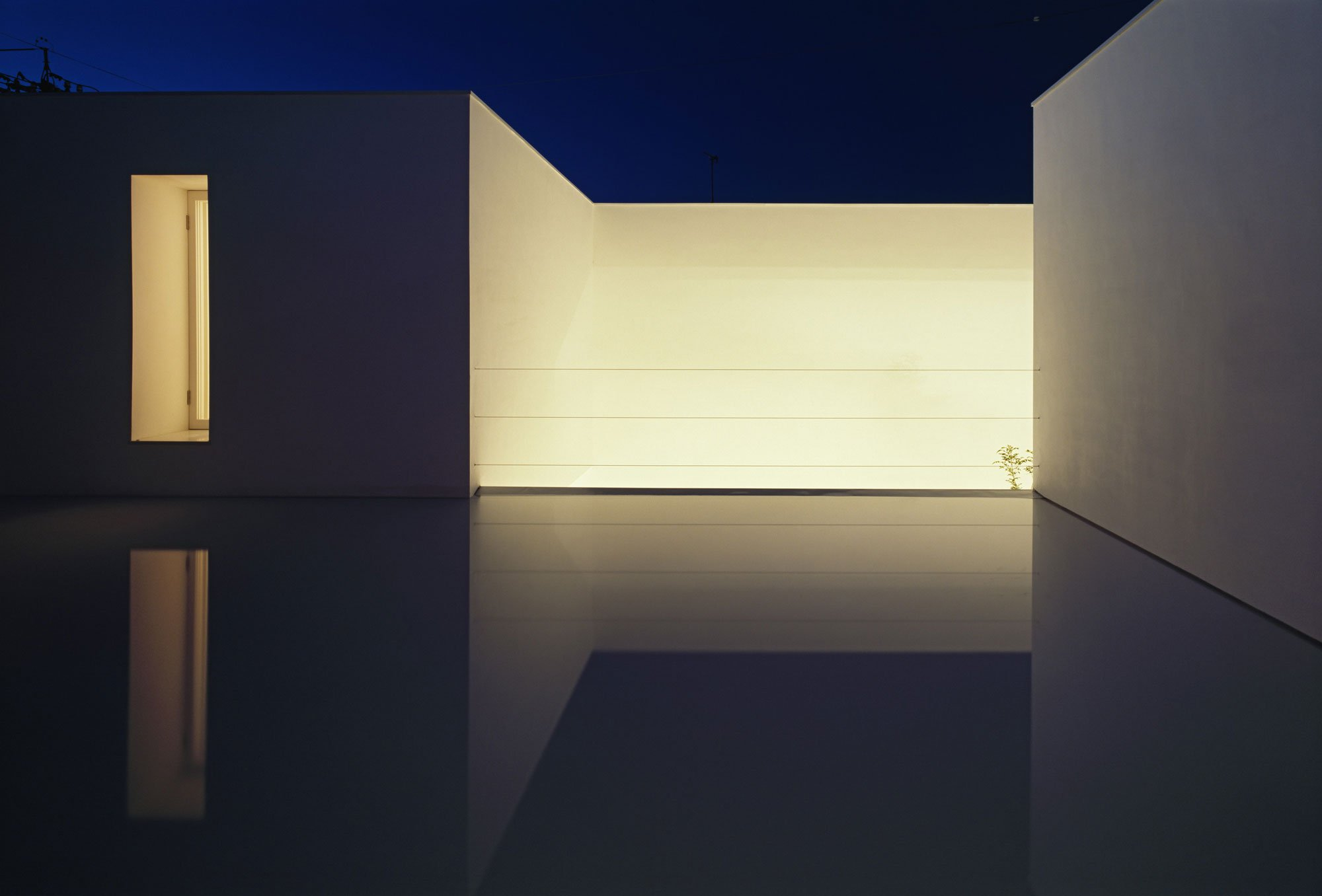 White-Cave-House-18
