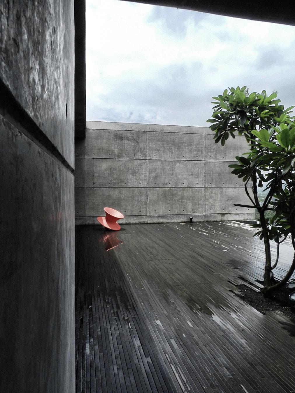 house-cast-in-liquid-stone-12