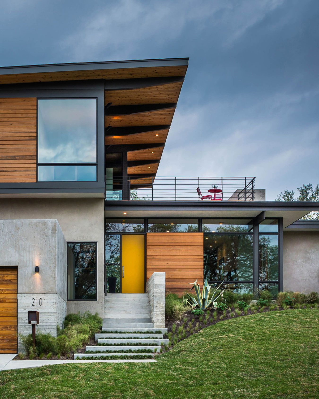 modern home made by glass, concrete and wood