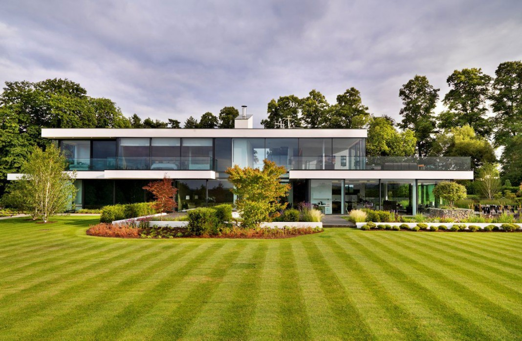 Modern Berkshire Home near River Thames by Gregory Phillips Architects