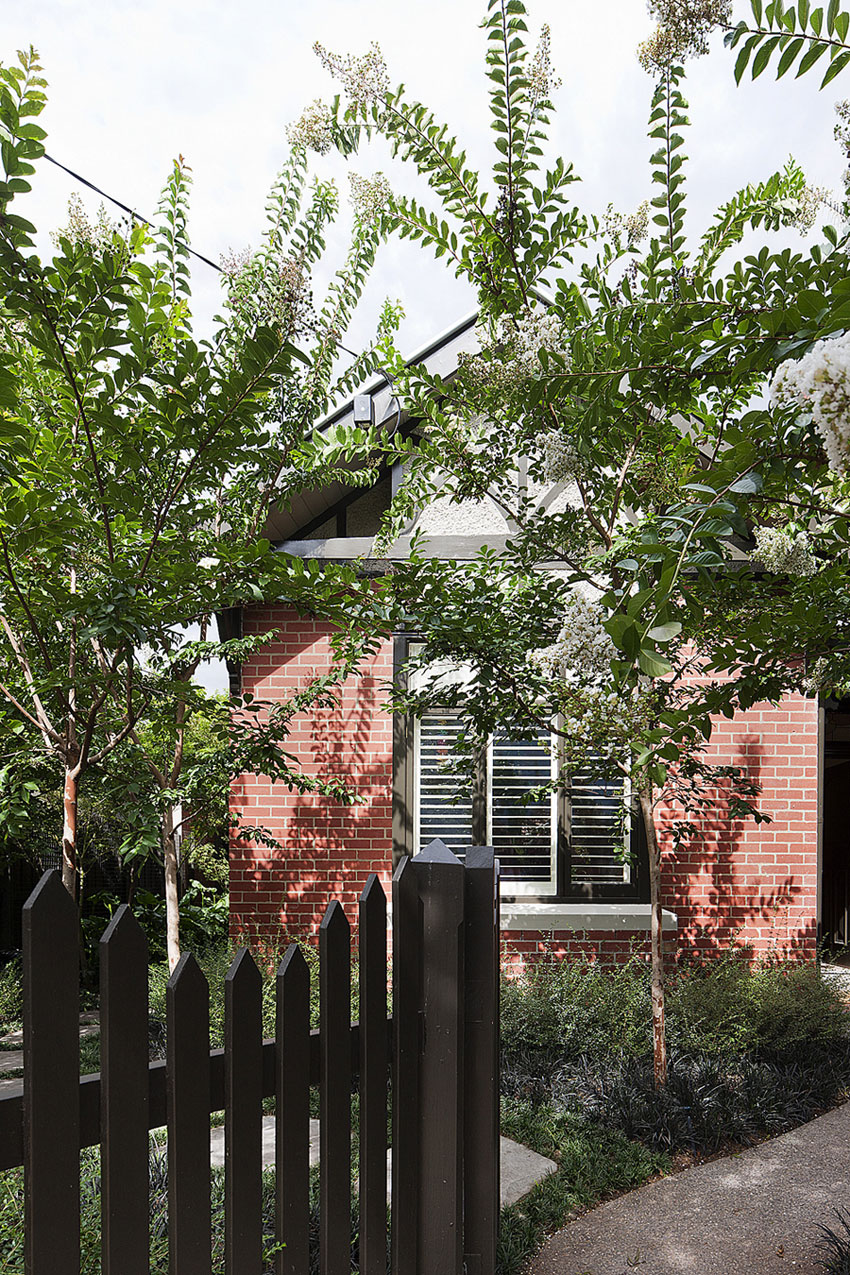 Brick House by Clare Cousins Architects-01