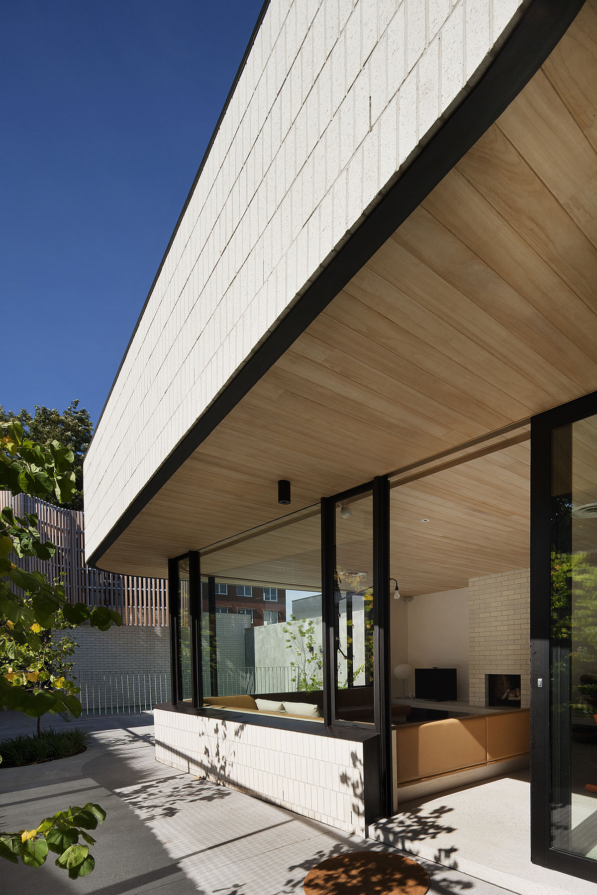 Brick House by Clare Cousins Architects-04