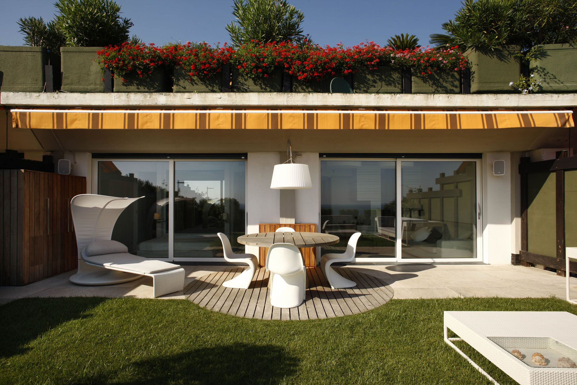 Contemporary casa pina by fabio fantolino caandesign for Casas con terrazas modernas