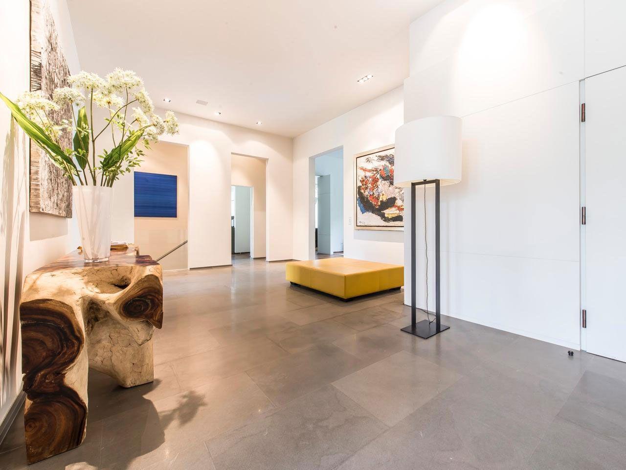 Chic Elegant Apartment in Brussels With Bright Interiors-05