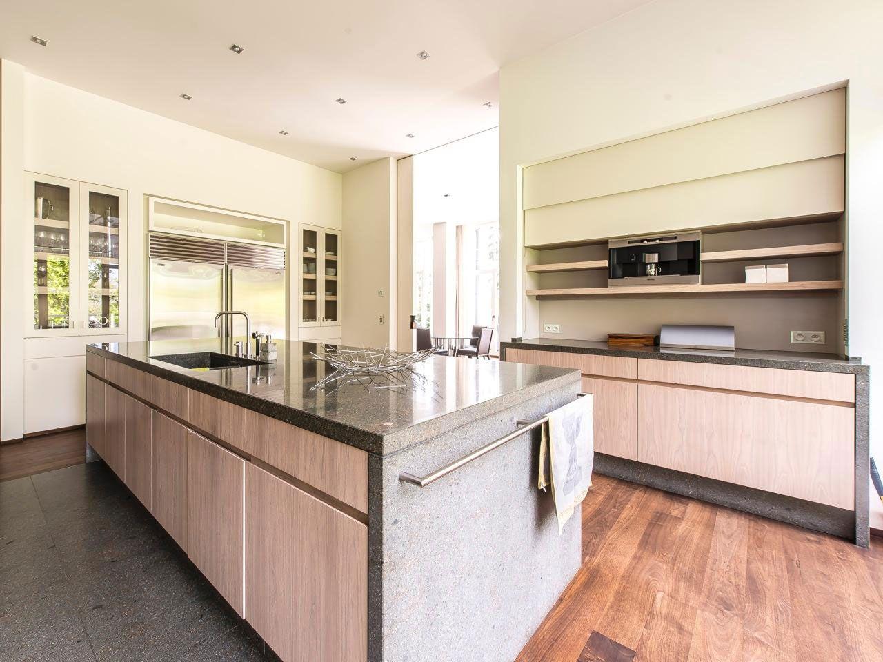 Chic Elegant Apartment in Brussels With Bright Interiors-12