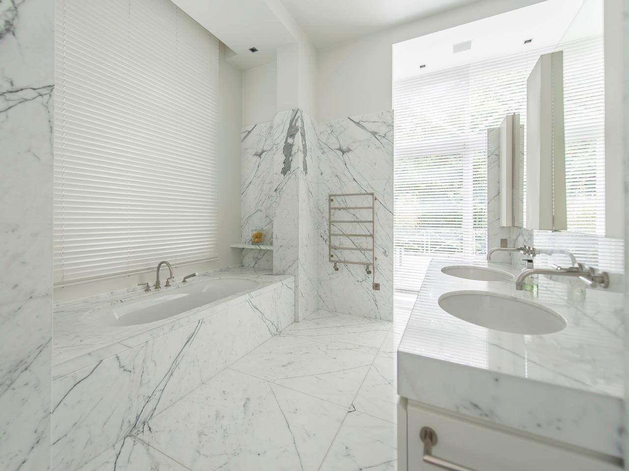 Chic Elegant Apartment in Brussels With Bright Interiors-17