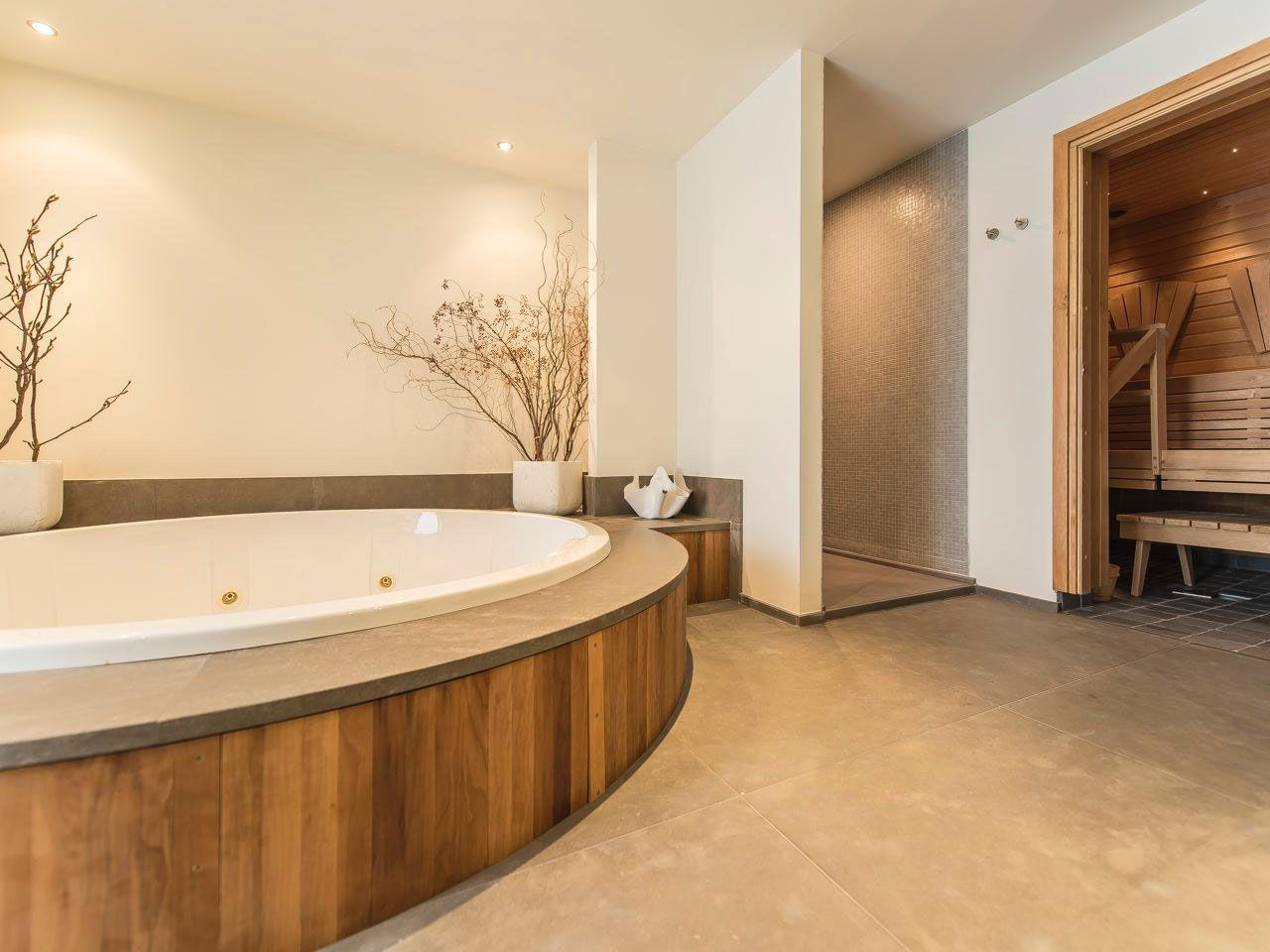Chic Elegant Apartment in Brussels With Bright Interiors-18
