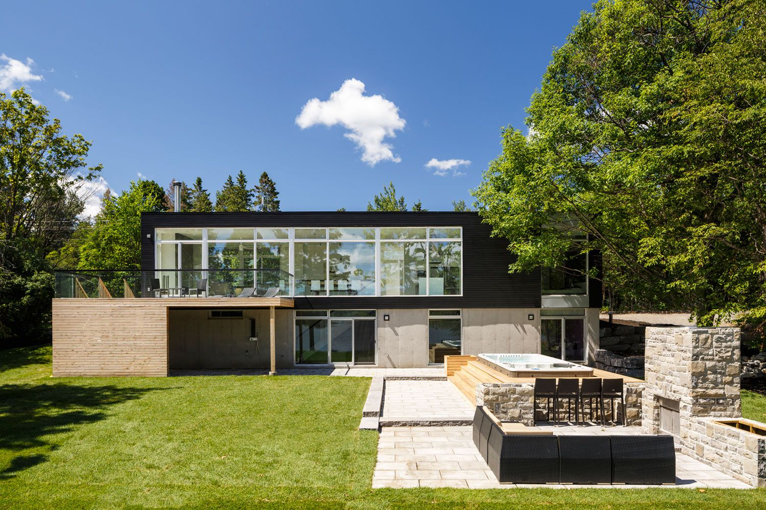 Contemporary Dunrobin Shore Residence-01