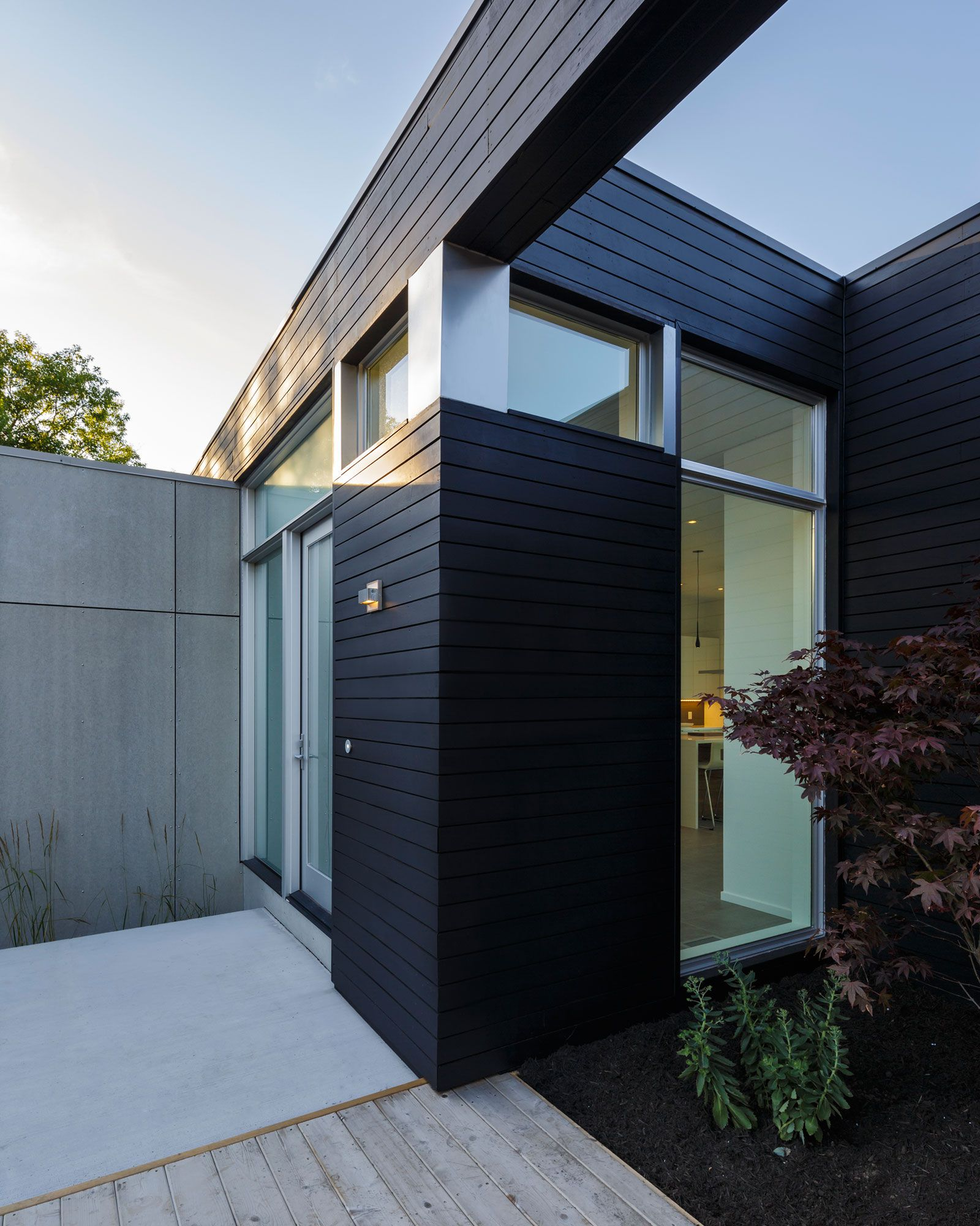 Contemporary Dunrobin Shore Residence-04