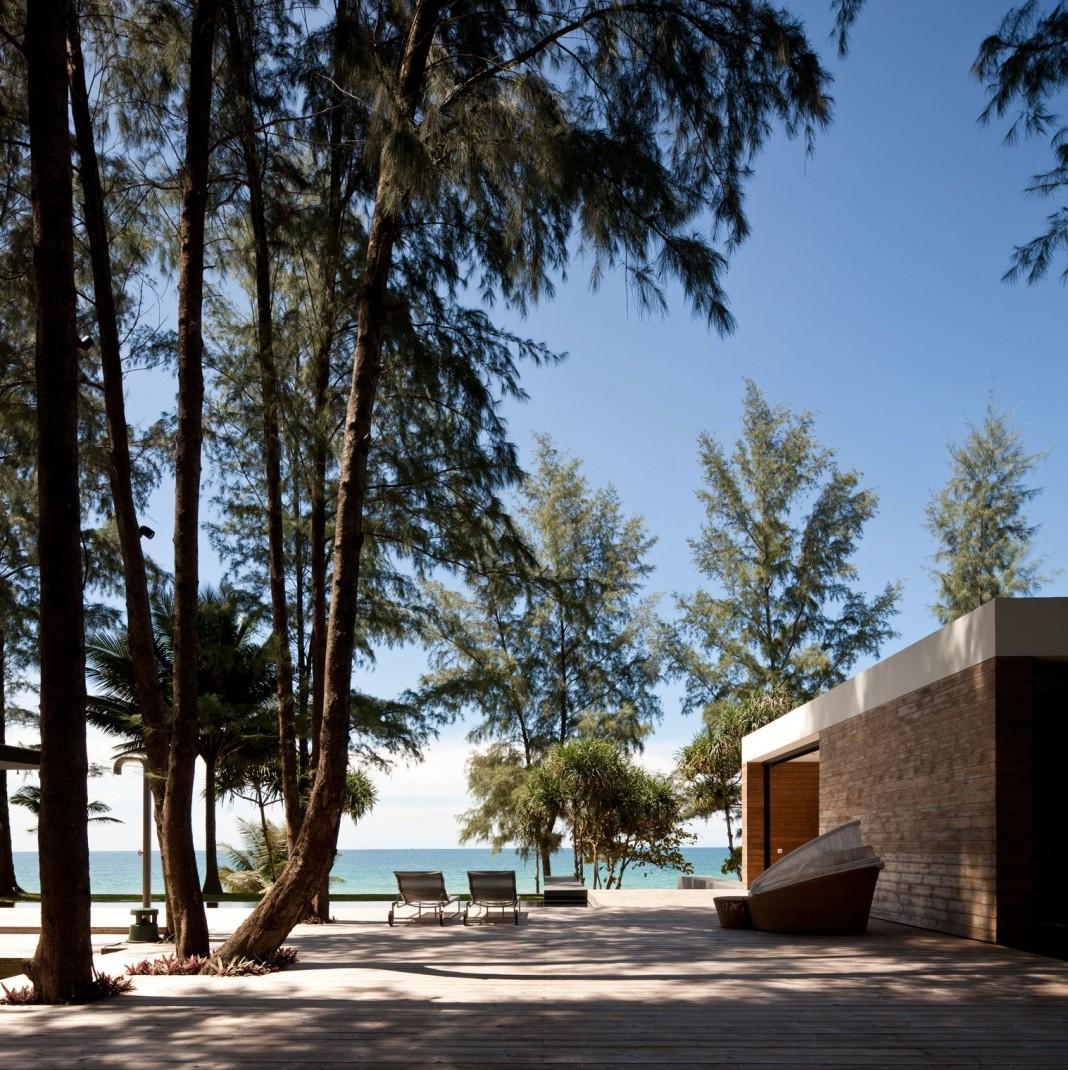Contemporary Villa Noi by DBALP
