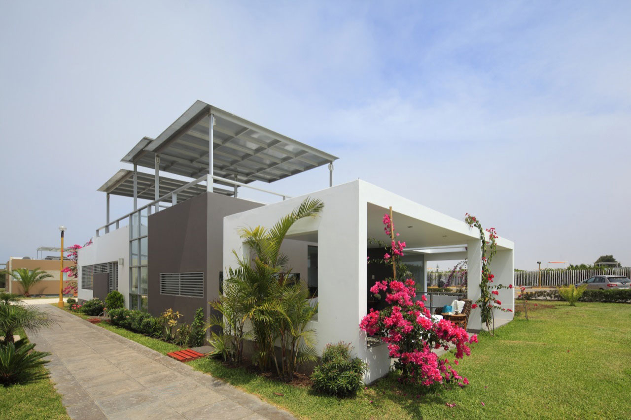 Flower House by Gómez de la Torre & Guerrero Arquitectos-01