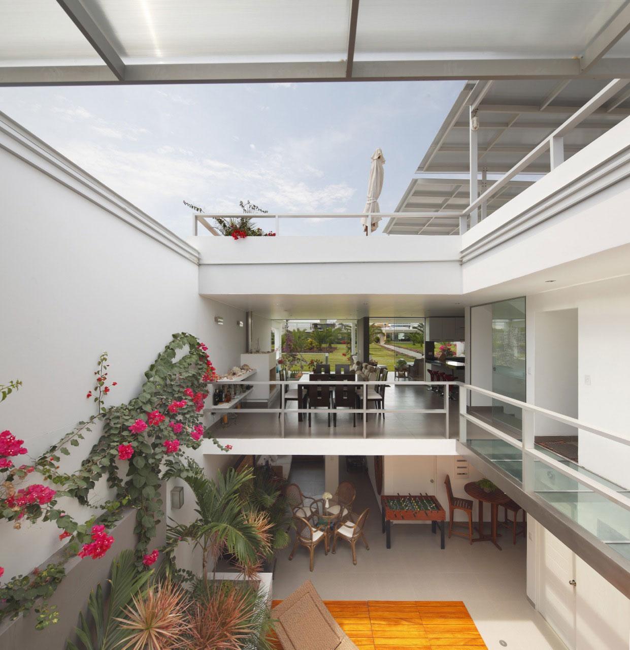 Flower House by Gómez de la Torre & Guerrero Arquitectos-04