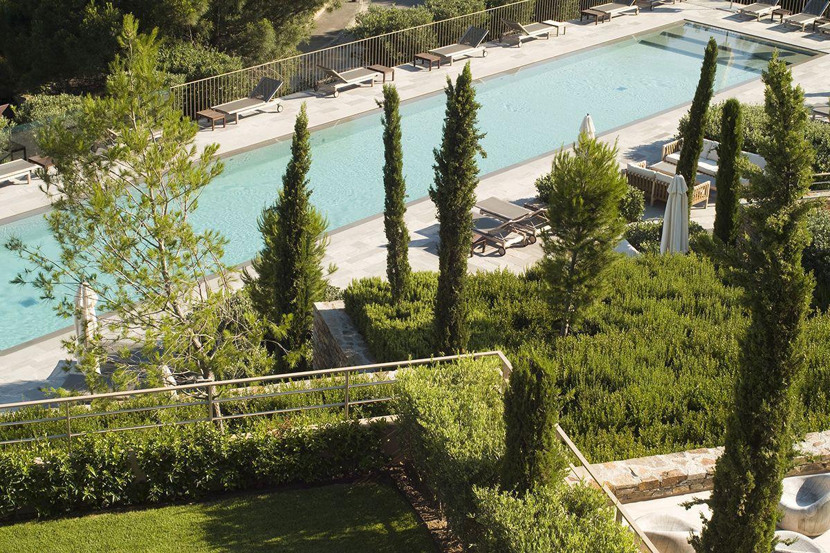 Hotel-La-Reserve-01