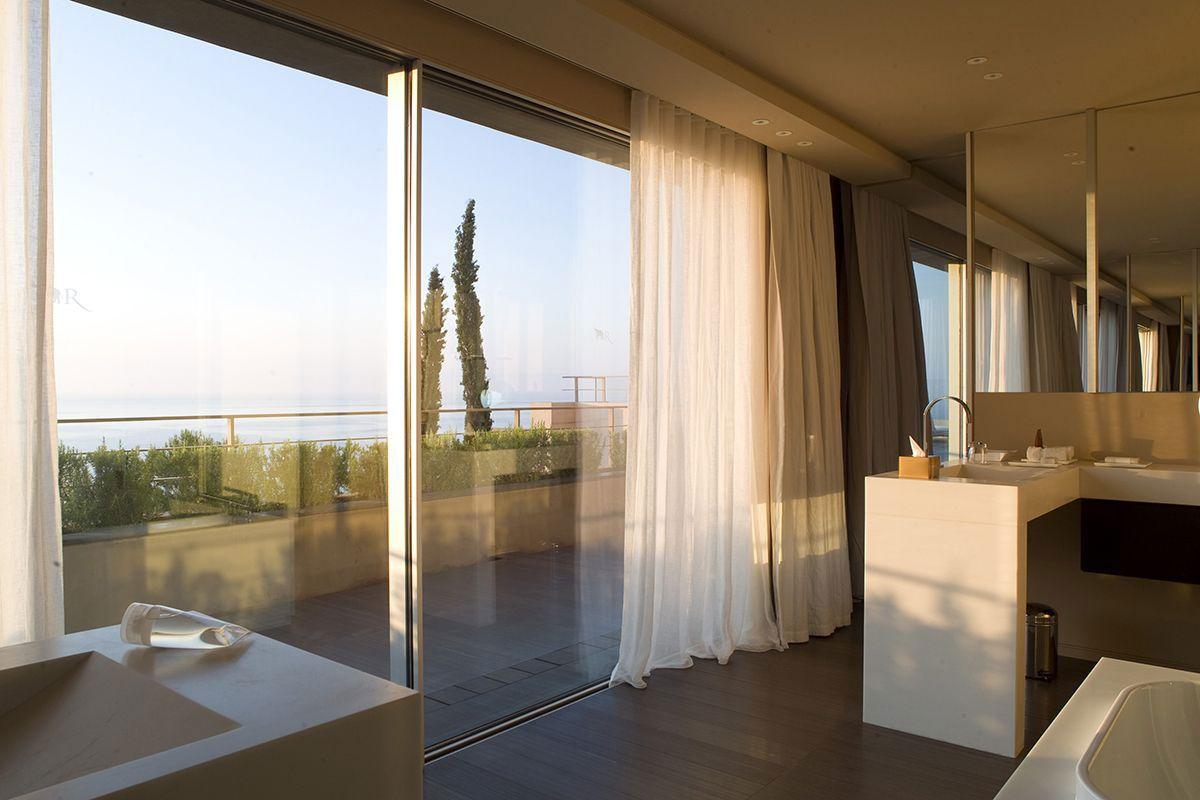 Hotel-La-Reserve-39