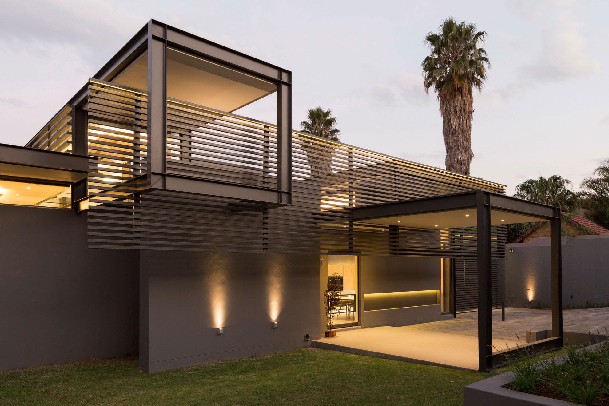 House-Sar-02