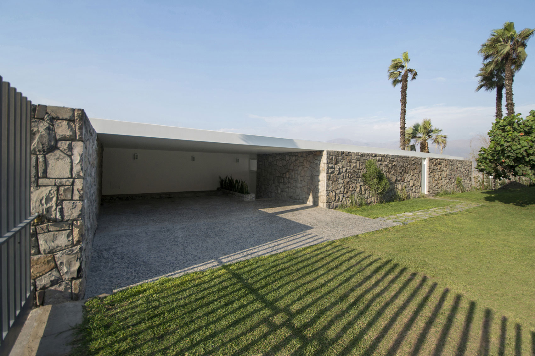 House in Ancón by Adrián Noboa Arquitecto-06