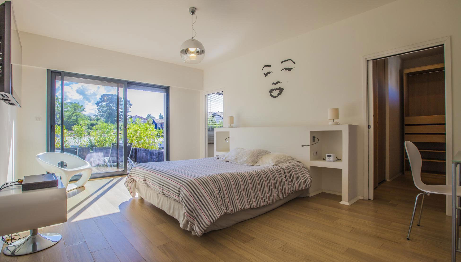 Luxury Villa Pop Art in Anglet-15