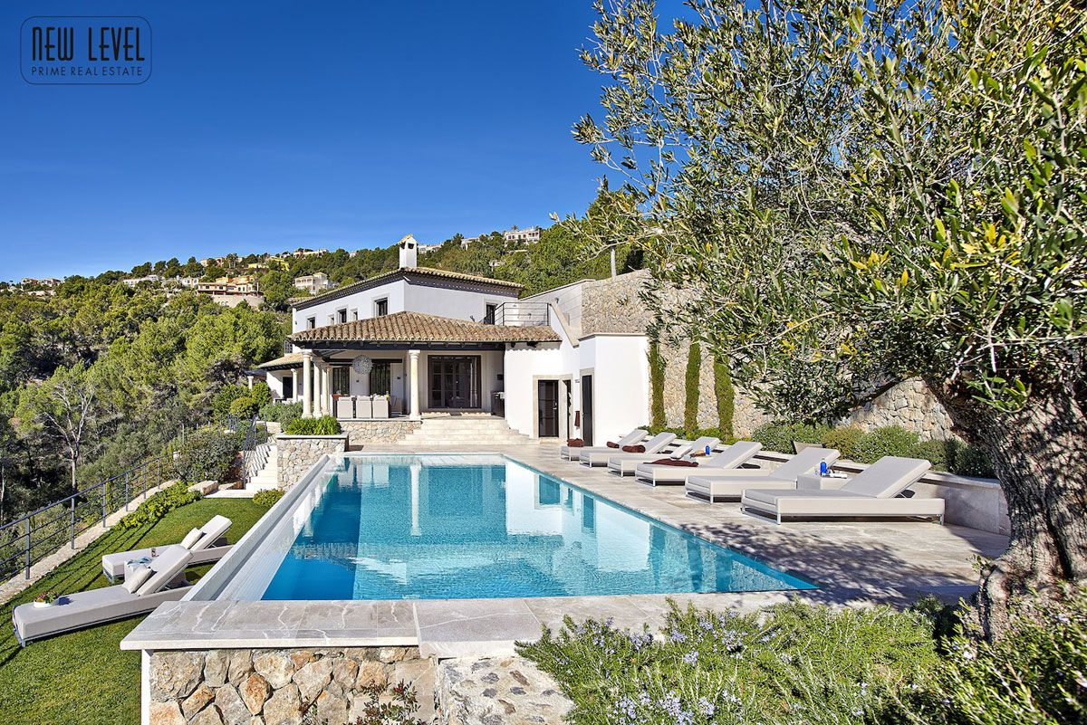 Luxury Villa With Fantastic Views Over the Hills of Mallorca-04
