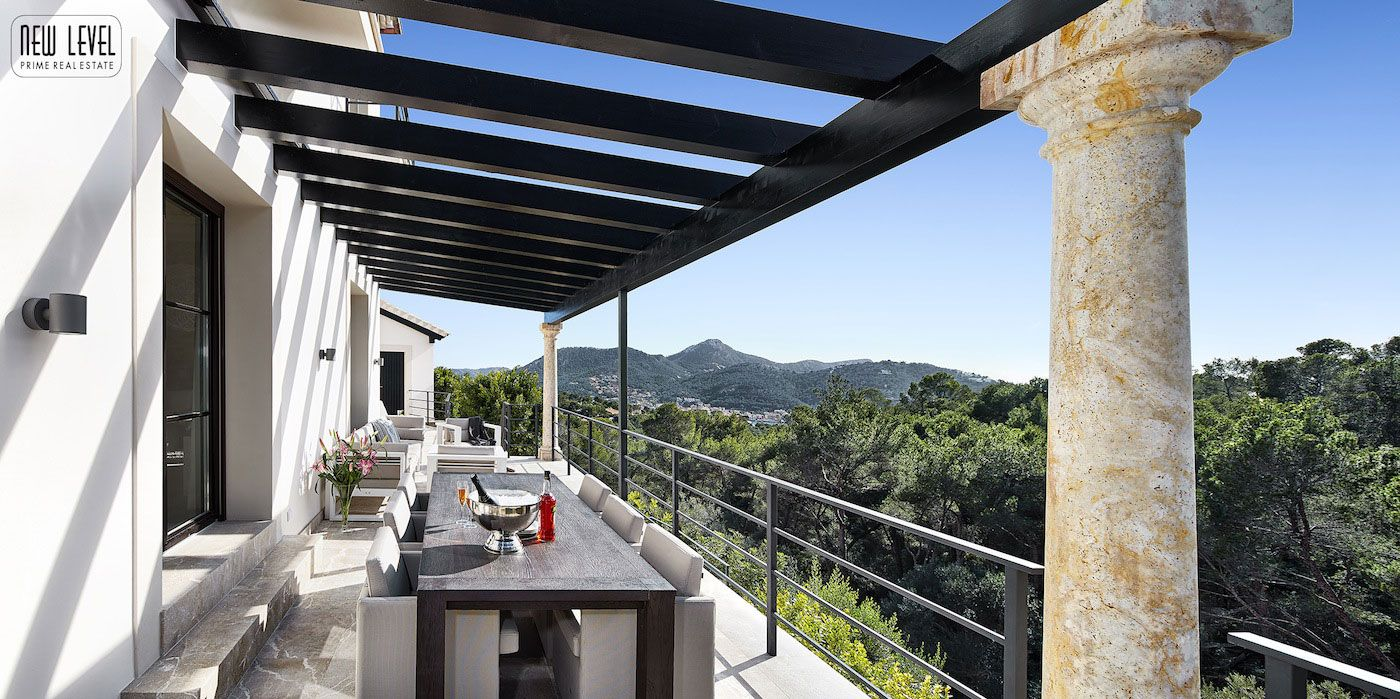 Luxury Villa With Fantastic Views Over the Hills of Mallorca-10