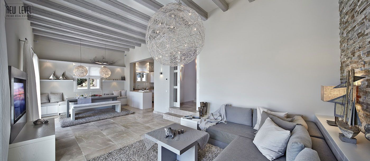 Luxury Villa With Fantastic Views Over the Hills of Mallorca-11