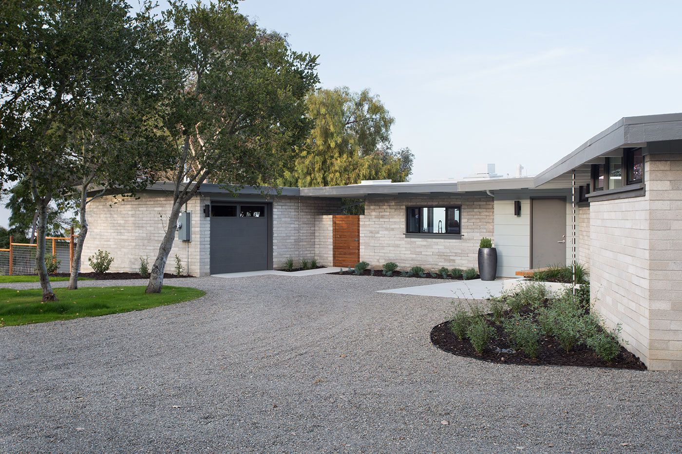 Mid-Century-Modern-View-House-Remodel-02