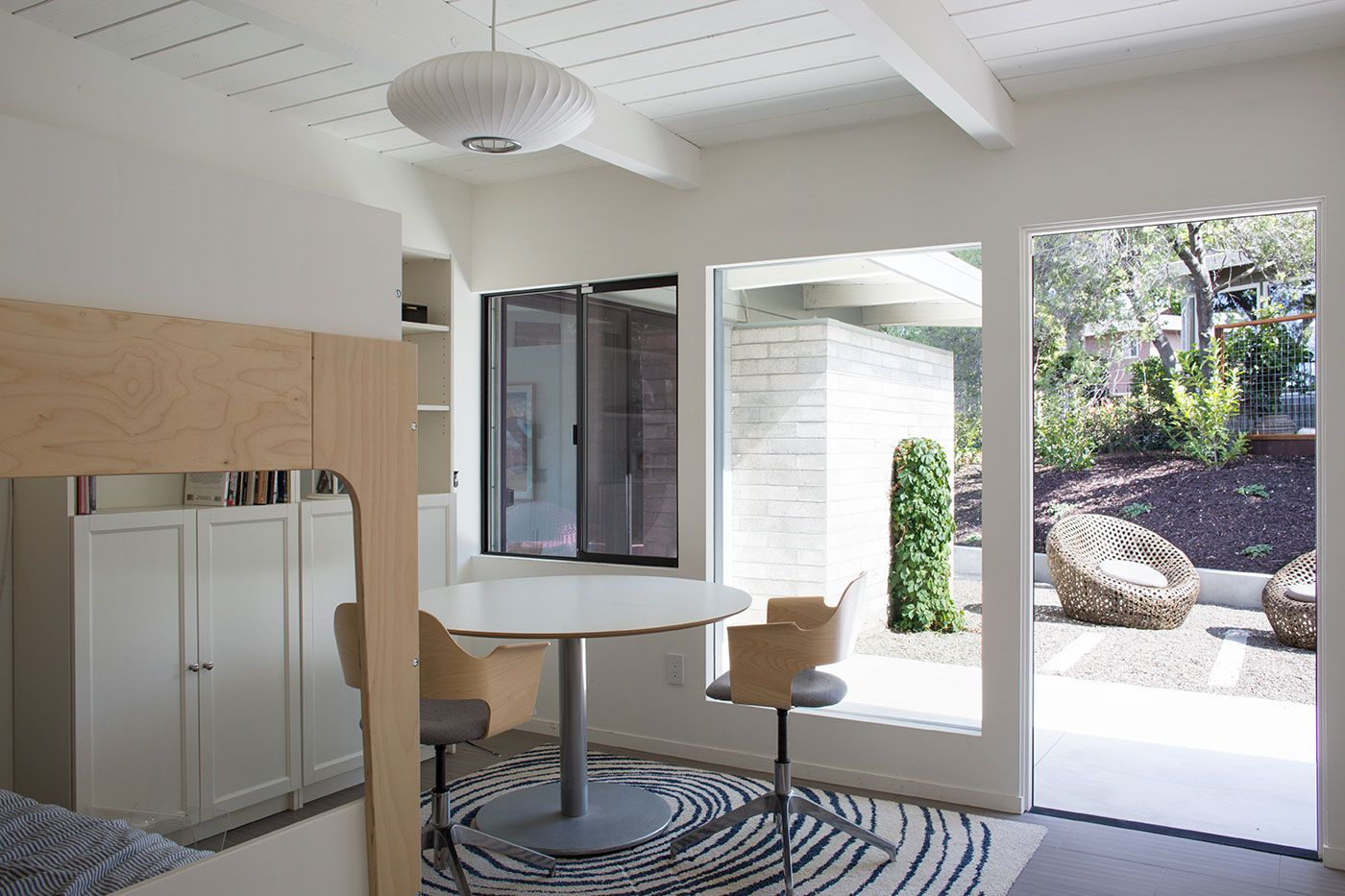 Mid-Century-Modern-View-House-Remodel-17