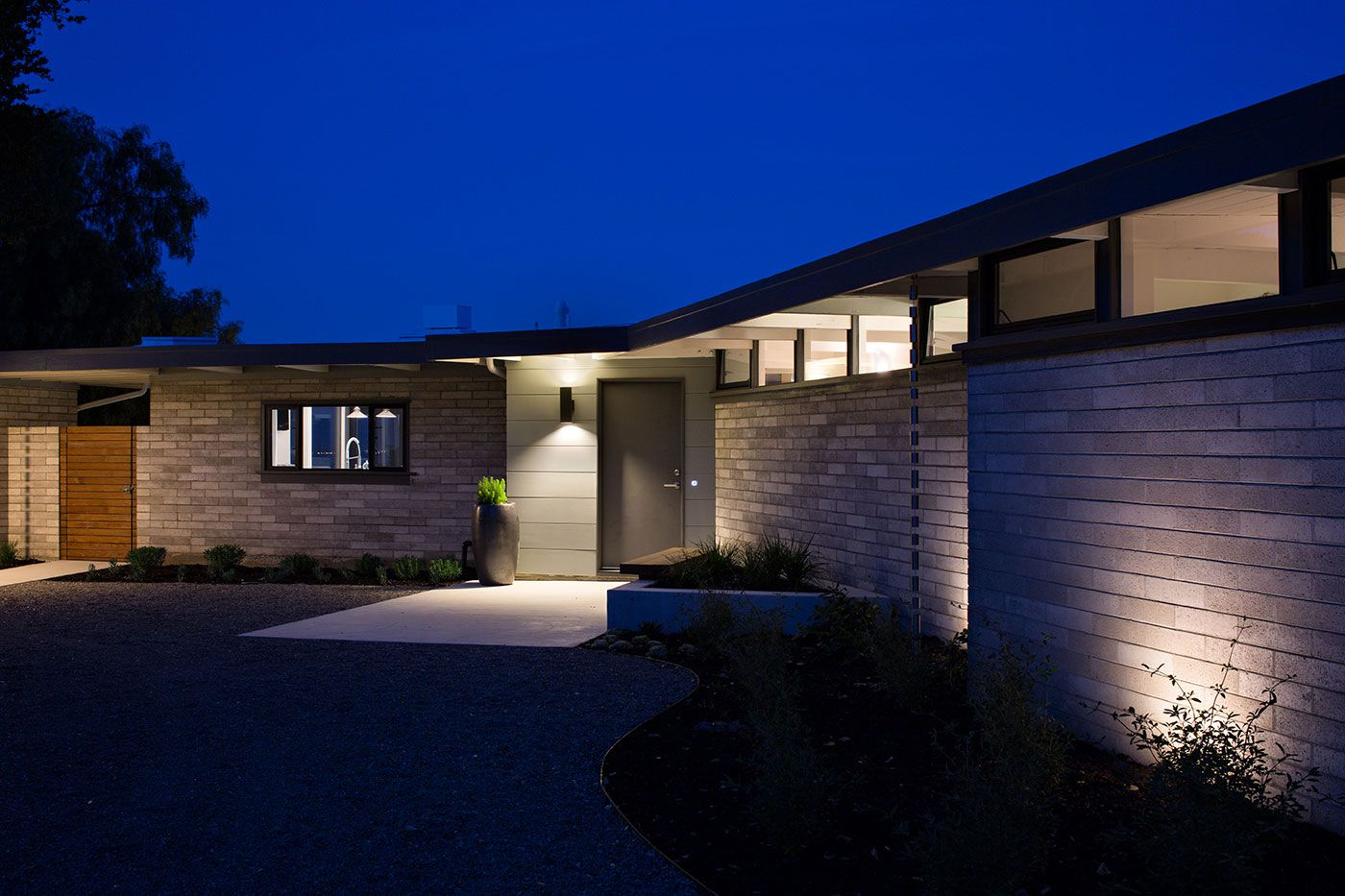 Mid-Century-Modern-View-House-Remodel-21
