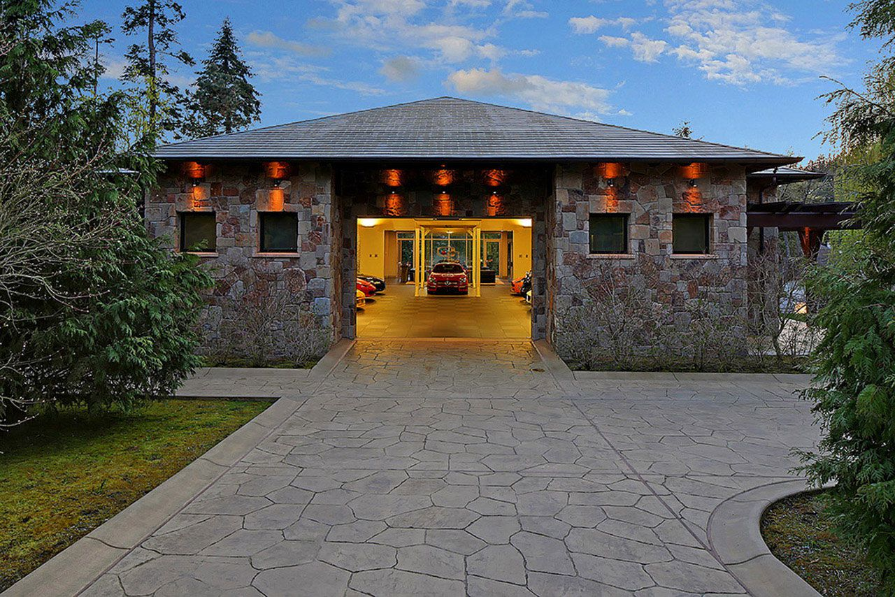 20 Car Garage With House For Sale In Ny: Modern Home Design Seen From A Fancy Car Addicted Who Has