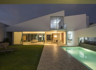 Patios House by Riofrio+Rodrigo Arquitectos
