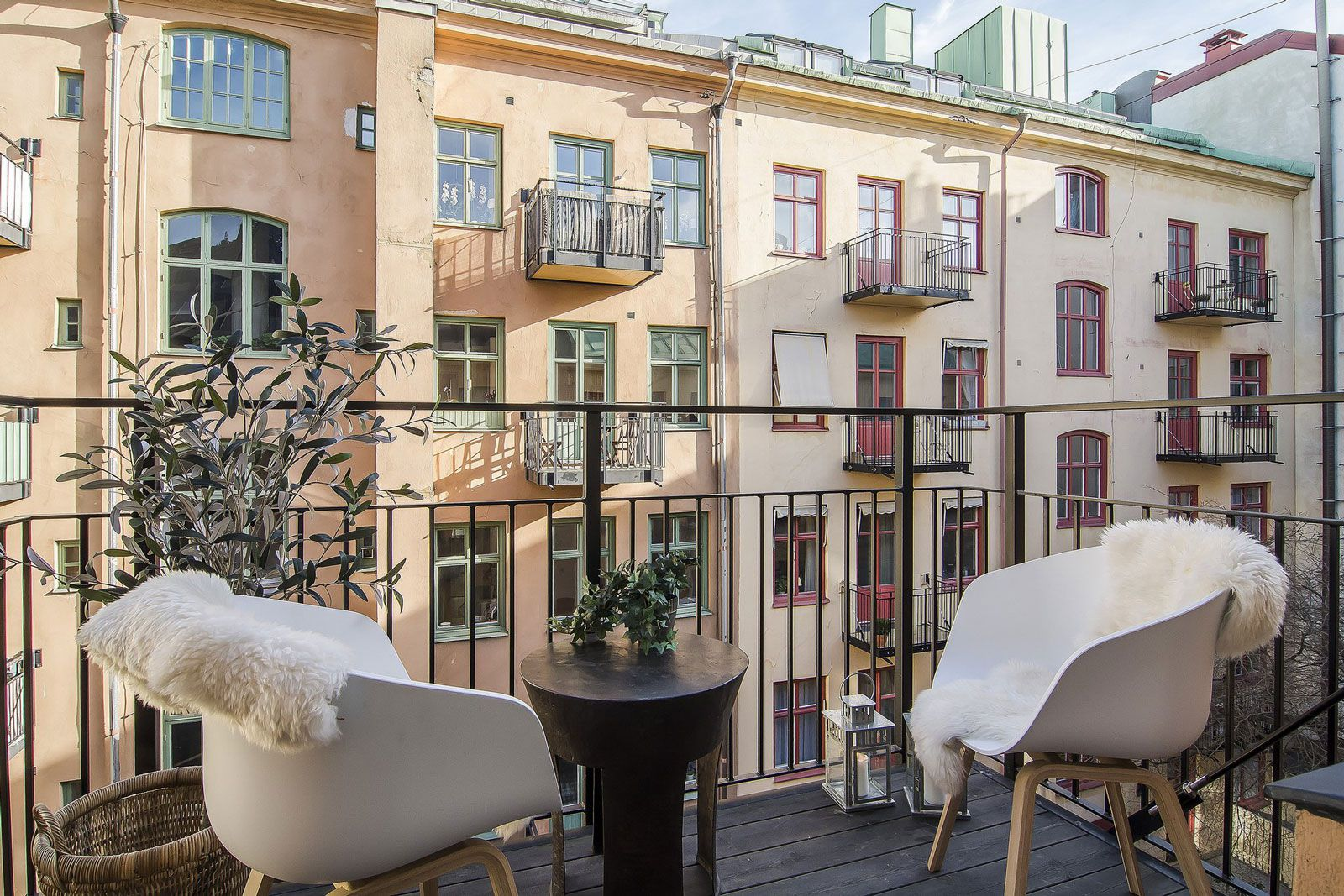Small Stylish Loft in Stockholm-13