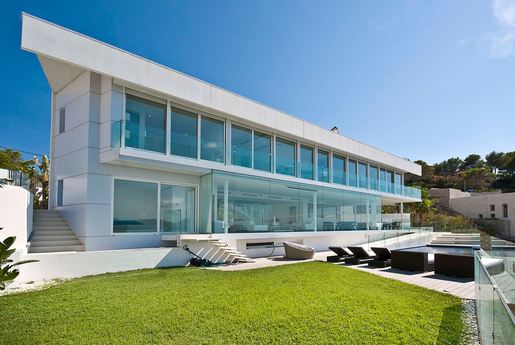 Stunning Ultramodern Meditetranian Villa Gold in Mallorca-01