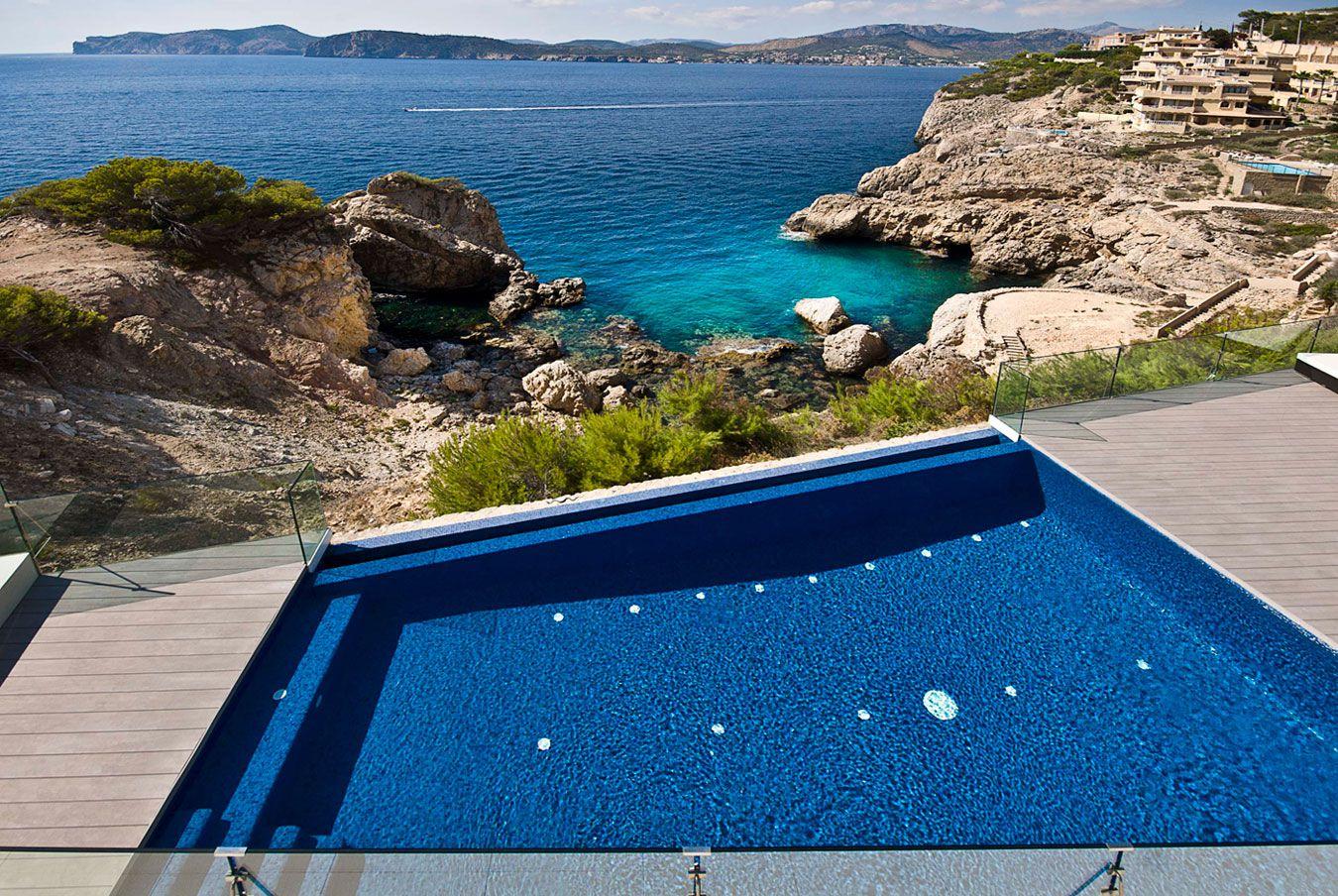 Stunning Ultramodern Meditetranian Villa Gold in Mallorca-03