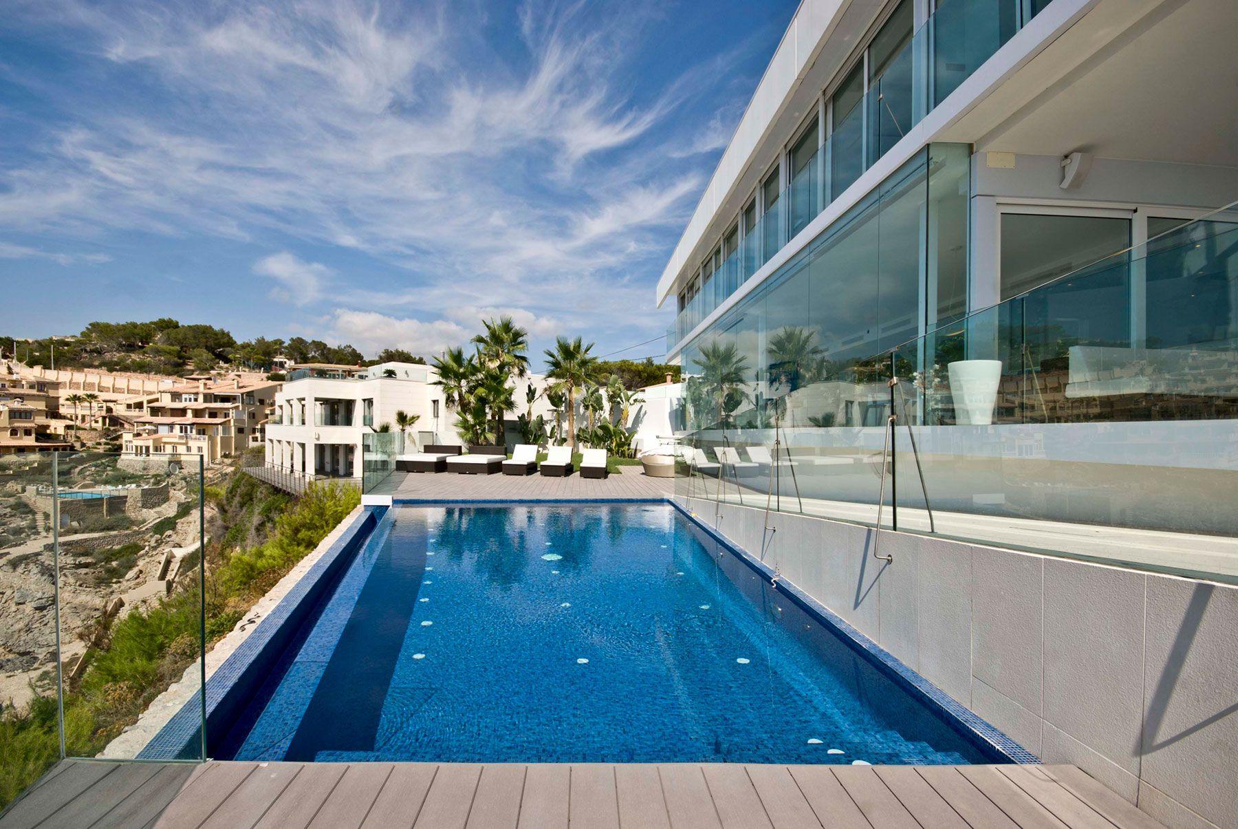 Stunning Ultramodern Meditetranian Villa Gold in Mallorca-05