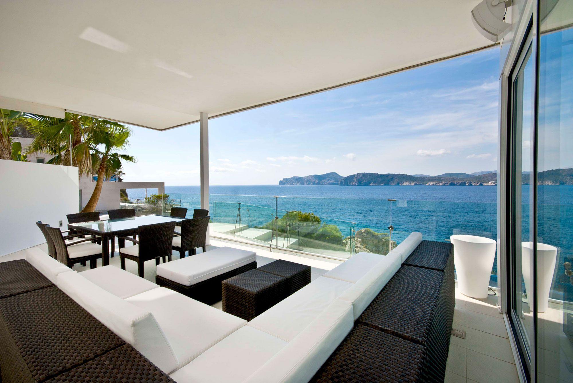 Stunning Ultramodern Meditetranian Villa Gold in Mallorca-07